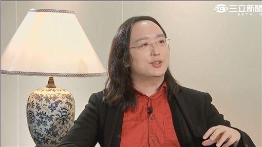 唐鳳接受三立專訪。