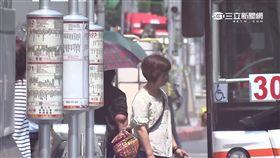 -公車-公車站-通勤族-通勤-