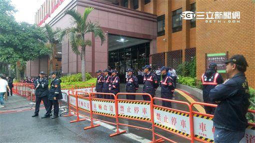 馬英九為洩密案出庭,中正一分局大動作派出296名警力進行維安工作(楊忠翰攝)
