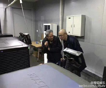 李安罰站看自己的電影▲(圖/翻攝自搜狐娛樂微博)