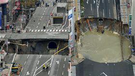 日本,福岡,博多車站,JR,工安意外,塌陷,地下鐵,施工,意外,坑洞,大洞 圖/中央社
