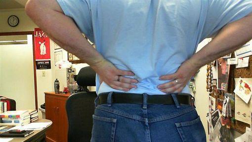 沈延盛醫師說,胰臟癌早期症狀和腸胃病很像,甚至有背痛、偏頭痛等情形。(圖/Flikr CC授權/作者Michael Sauers/網址http://bit.ly/2fDmOlr)