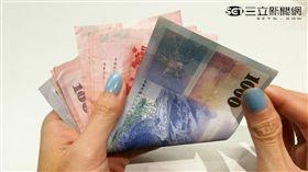 國外有許多研究指出,鈔票上的細菌量與馬桶相較高出20至40倍。(圖/楊晴雯攝)