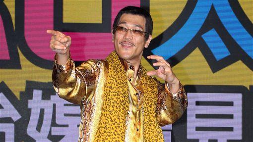 紅遍全世界的PIKO太郎(11)日抵達台灣,在媒體見面會搞笑肢體不斷,全場笑翻天。(記者邱榮吉/攝影)