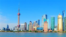 上海迪士尼6月開幕 禁用自拍棒、16歲以上遊客不能這樣穿(圖/易遊網)