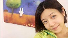 陳妍希的學生妹髮型。(圖/翻攝自陳妍希微博)