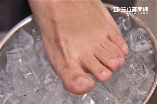糖尿病周邊神經痛好發在足部末梢神經,疼痛感有如腳踩仙人掌或冰塊般痛苦萬分。(圖/社團法人中華民國糖尿病衛教學會提供)