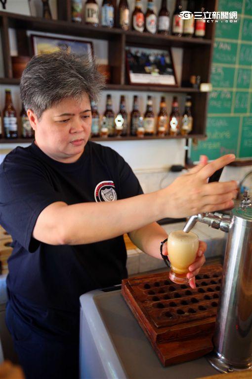 菲律賓唯二女釀酒師,巴拉望手釀啤酒Plaweno Brewery。(圖/記者簡佑庭攝)