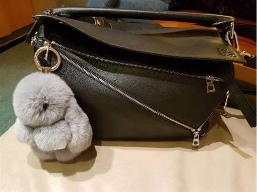 「裝死兔」吊飾來自真兔毛 蔡依林得知後霸氣拒買。資料來源:蔡依林instagram