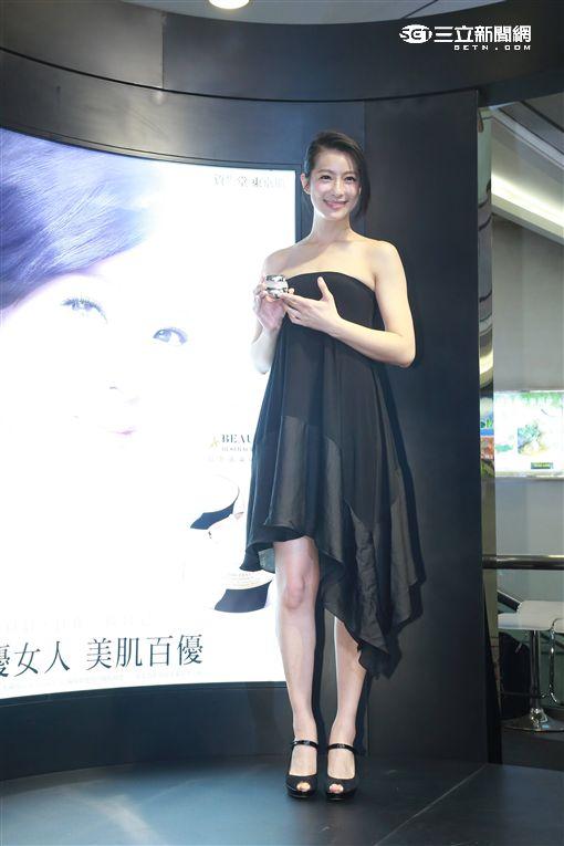 20161119-  賴雅妍擔任資生堂一日店長
