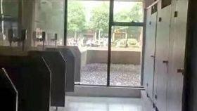 湖南大學 男廁所 翻攝倍可親 微博