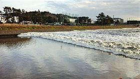 福島強震出現異象「逆流川」。(圖/翻攝自推特)-https://twitter.com/AgatsumaTakuro/status/800847199584153602/photo/1