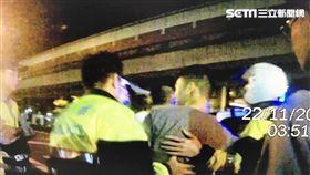 田男與友人在清粥小菜餐廳與另一桌客人大打出手,還撂10人助陣全遭警方逮捕(翻攝畫面)