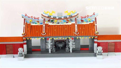 台灣創意積木發展協會,運用約1萬片積木打造大稻埕慈聖宮模型。(圖/台北觀傳局提供)