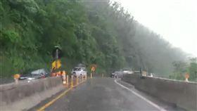 大雨襲蘇花公路 騎士雙載撞車..母慘死