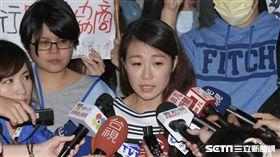 復興航空空服員地勤前往公司總部抗議 龎閔憶  圖/記者林敬旻攝影