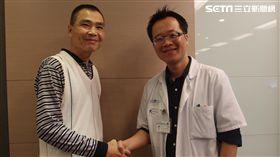 ▲患者林先生(左)靠多針電燒術摧毀被血管包圍的肝腫瘤保住一命。(圖/雙和醫院提供)