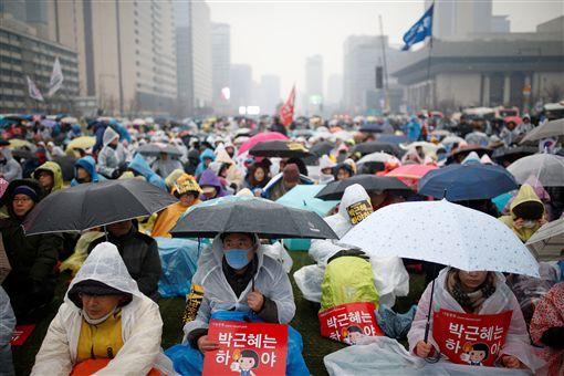 南韓民眾第五度示威要求南韓總統朴槿惠下台_路透