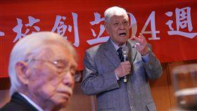 前總統李登輝(右)26日在台北出席台北高等學校創立94週年紀念大會,以「邁向國家正常化的步伐」為題發表演說。(圖/中央社)