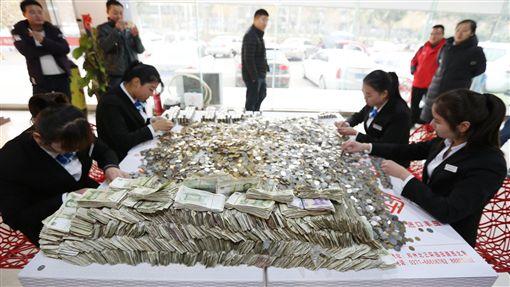 零錢,越野車,河南,大陸,買車 圖/翻攝自騰訊新聞