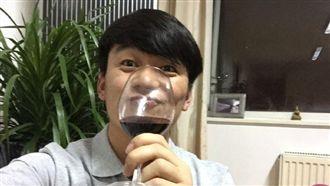 《唐人街》擒2金 王寶強慶功喝悶酒