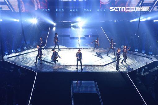 """韓國男子團體EXO""""The EXOrDIUM""""世界巡演台灣第二場台北小巨蛋熱情開唱"""