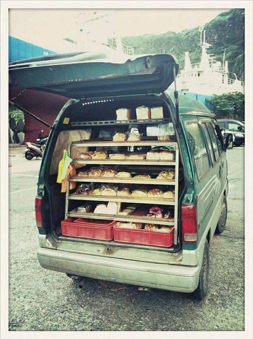 網友推爆!兒時「麵包車」 堪稱最美好的童年回憶(圖翻攝自爆料公社)