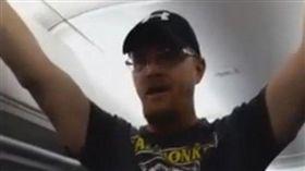 川普支持者在達美航空航班上羞辱其他不挺川普的乘客/CBS網站