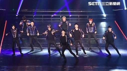 韓國男子團體EXO「The EXOrDIUM」世界巡演台灣第二場台北小巨蛋熱情開唱--鄭先生