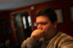 ▲咳嗽兩週、體重減輕、沒有食慾等,可能是感染肺結核的徵兆。(圖/Flikr CC授權/原作者Tanvir Alam/網址http://bit.ly/2gyN9Ft)