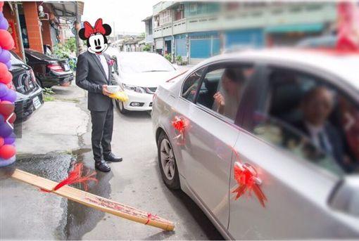 新娘丟扇子 圖/翻攝自Dcard