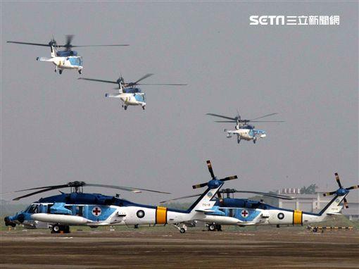 空軍海鷗救護隊使用S70C直升機,負責執行失事機及遇難船艦搜救、傷患運送、災民搶救、沿海巡邏、高山離島運補、各級長官專機等各項任務。(記者邱榮吉/攝影)