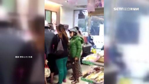 插隊被制止 婦人惱羞怒嗆超商店員