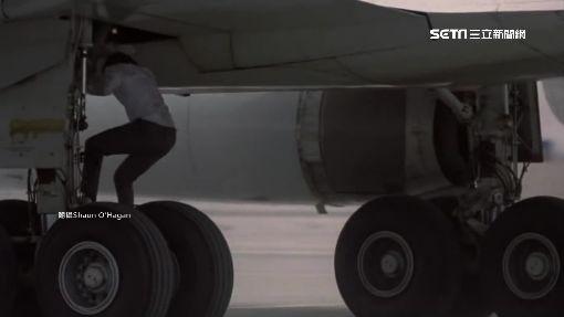 有這麼趕嗎?美婦不等機停妥「開門」跳機