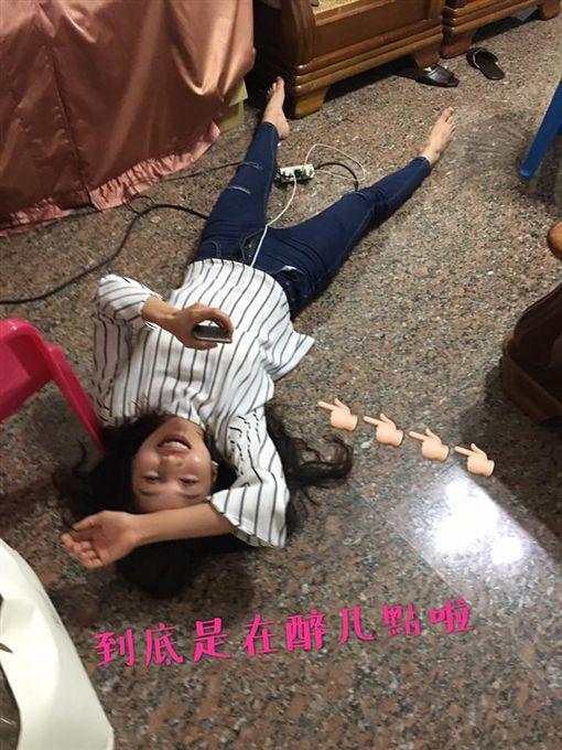 正妹喝麻油雞喝醉 圖/翻攝自臉書