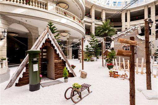 Bellavita貴婦百貨聖誕節裝飾。(圖/翻攝自BELLAVITA臉書粉絲頁)