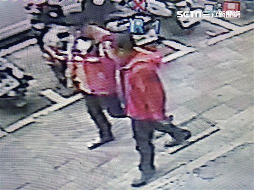 林、鄭兩人喝醉後闖入長榮路的工地持鐵鏟打傷工地主任後逃逸(翻攝畫面)