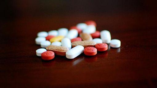 ▲食藥署藥品組科長黃琴喨表示,不是每種藥都能放冰箱,應按照藥盒外的說明存放,以免影響藥的品質。(圖/Flikr CC授權/原作者Jamie/網址http://bit.ly/2gKK3vN)