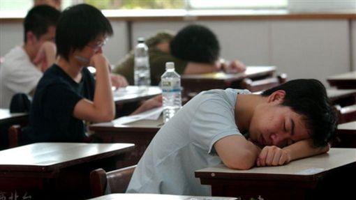 高中生早自習(圖/翻攝自公共政策網路參與平台)