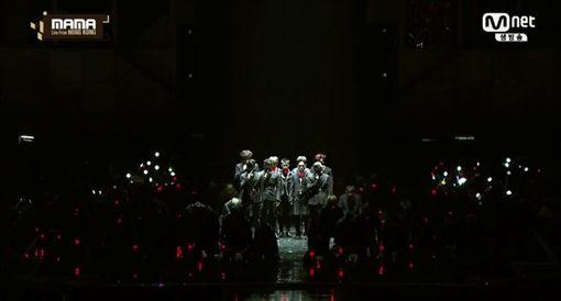MAMA,香港,Mnet亞洲音樂大獎,EXO,表演 圖/翻攝自直播網址skpb k-pop live