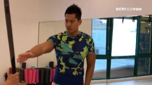 趙天麟作TRX練肌肉 找何守正當教練