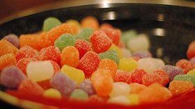 ▲食藥署呼籲,別吃來路不明的糖果或零食,以免誤食毒品。(圖/Flikr CC授權/原作者Erin Perry/網址http://bit.ly/2fXRC4Y)