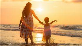 家庭,親子,母女,媽媽,小孩,父母,家人(圖/Pixabay)
