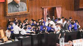一例一休,抗議,七天假,國民黨,勞基法,民進黨 圖/記者林敬旻攝