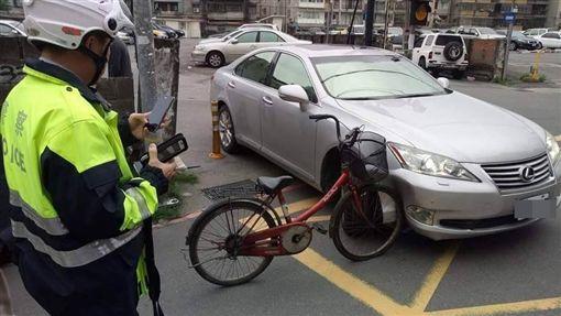腳踏車撞上LEXUS凌志/爆料公社