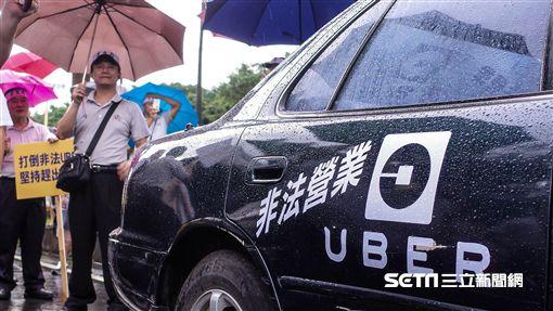 批政府放縱Uber 上千小黃立院按喇叭抗議 記者林敬旻攝