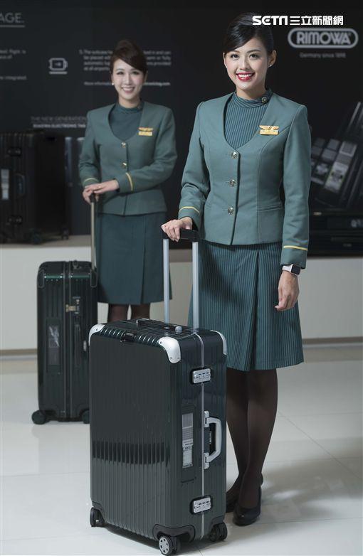旅行體驗再創新 長榮攜手RIMOWA推電子標籤旅行箱