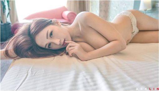 正妹,美女,多圖,綑綁,SM,網紅,性感,影片,按摩椅,起床 圖/翻攝自臉書