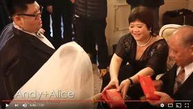 土豪婚禮,厚重紅包(翻攝自YouTube)