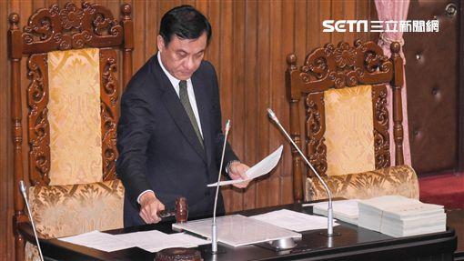 立法院長蘇嘉全9日主持院會,三讀通過《洗錢防制法》修正案。 圖/記者林敬旻攝